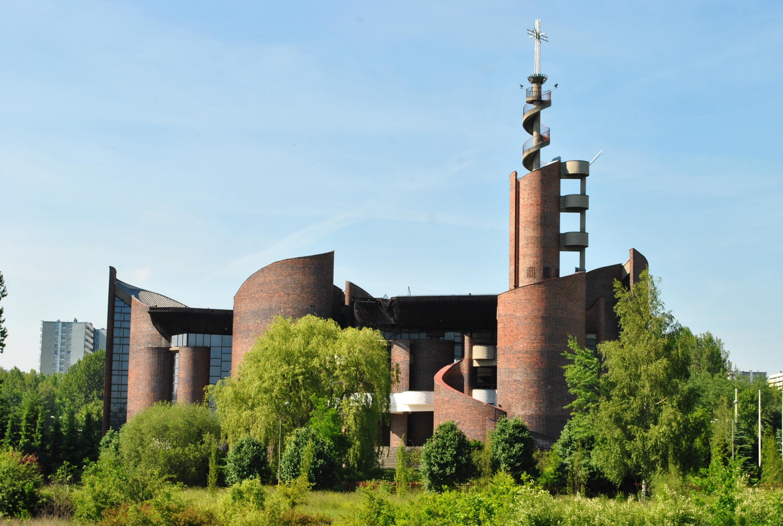 Katowice_-_Os._Tysi─ůclecia._Ko┼Ťci├│┼é_PK┼Ü